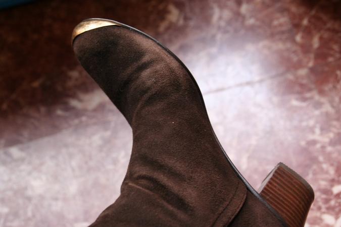 スエードの靴が色あせてる!